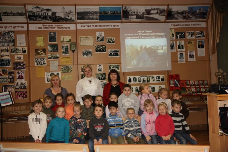 Дети в Александровском музее народного образования
